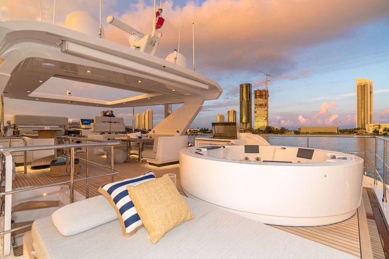 MAJESTIC MOMENTS Yacht Charter - Flybridge
