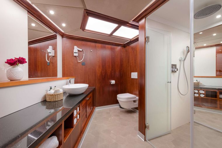 LADY GITA Yacht Charter - Bow Master Cabin -His and Hers Bathroom