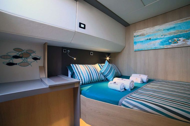 NEW HORIZONS 3 Yacht Charter - Double Cabin
