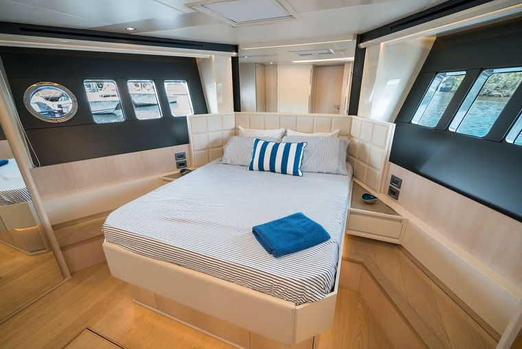 STAY COOL Yacht Charter - VIP Queen Suite