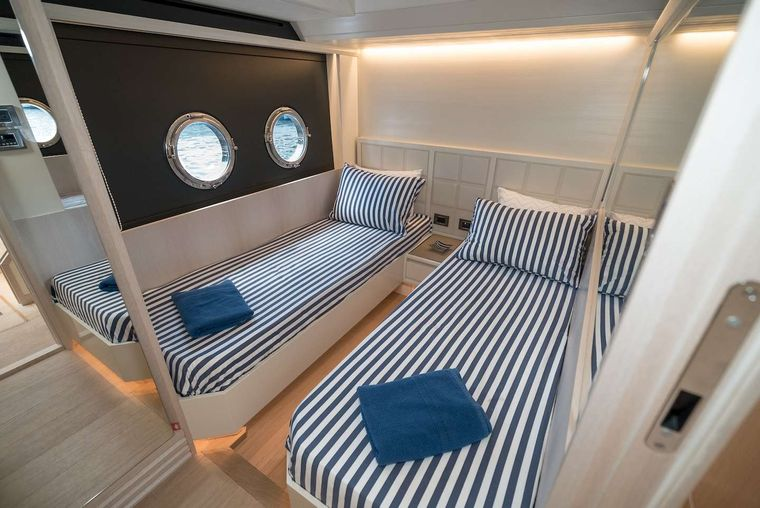 STAY COOL Yacht Charter - Twin Suite