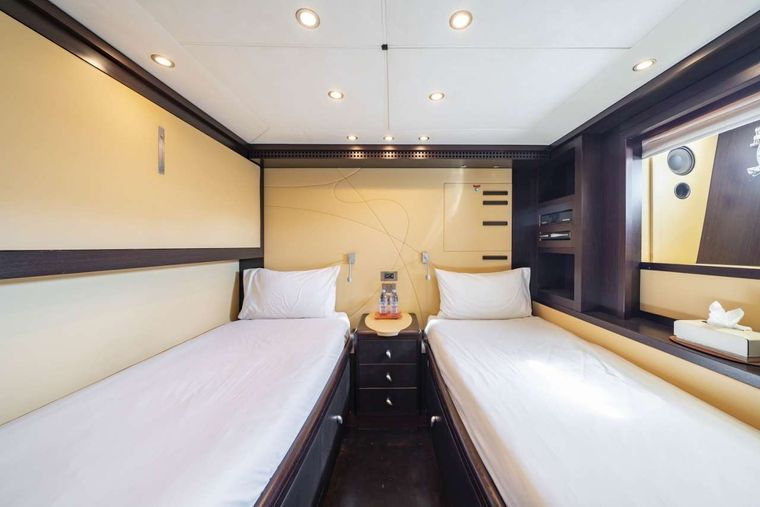 Quid Pro Quo Yacht Charter - Twin