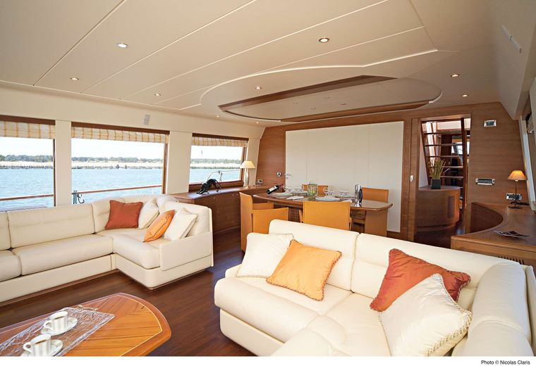 ECLIPSE 114 Yacht Charter - Main salon starboard side