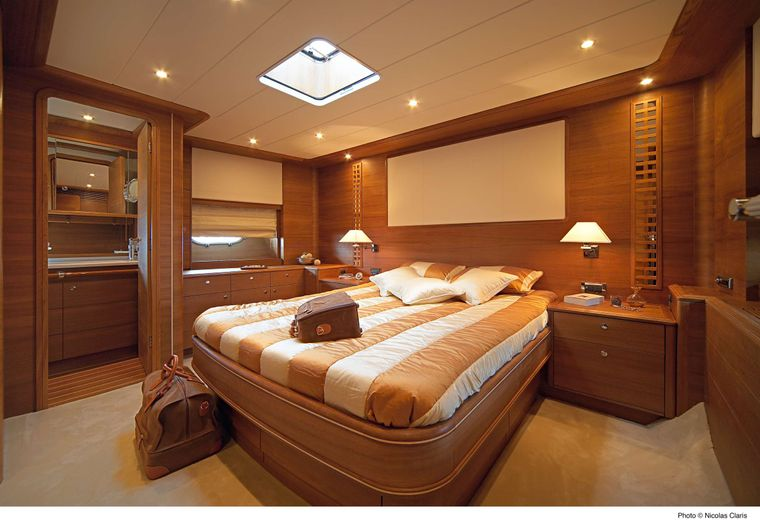 ECLIPSE 114 Yacht Charter - Primary queen berth cabin