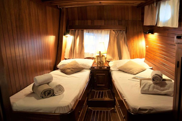 Lady Christa Yacht Charter - aft twin cabin