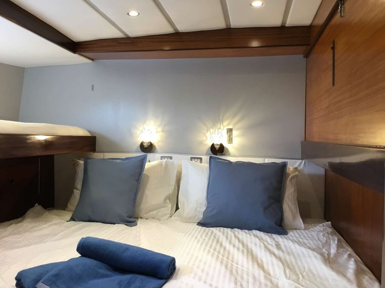 BELLACHA Yacht Charter - Aft twin cabin - converts to king bed