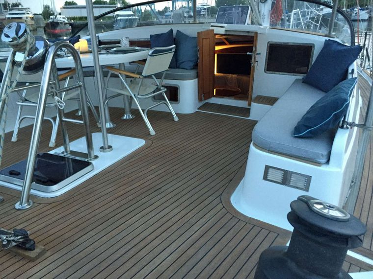 BELLACHA Yacht Charter - Lot  of Seating