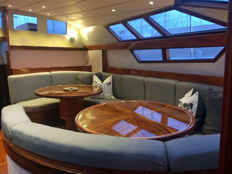 BELLACHA Yacht Charter - Seating for 10 at 2 tables with joining piece