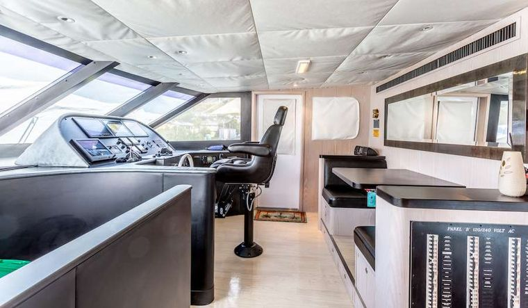 PRIME TIME Yacht Charter - The main deck helm station