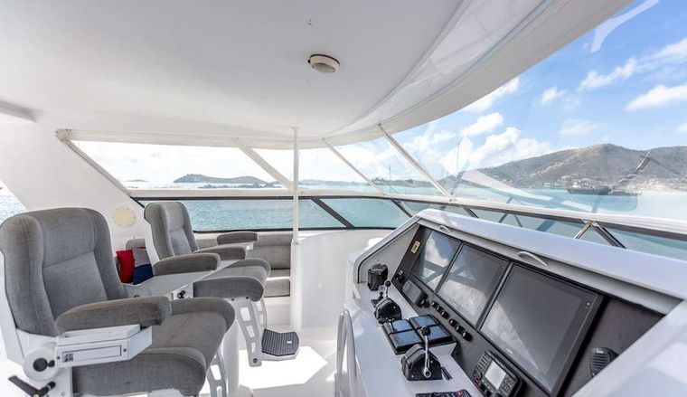 PRIME TIME Yacht Charter - And the flybridge helm station