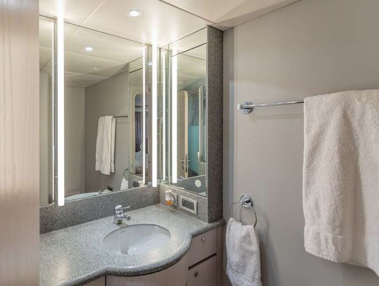 PRIME TIME Yacht Charter - VIP Queen cabin head and shower