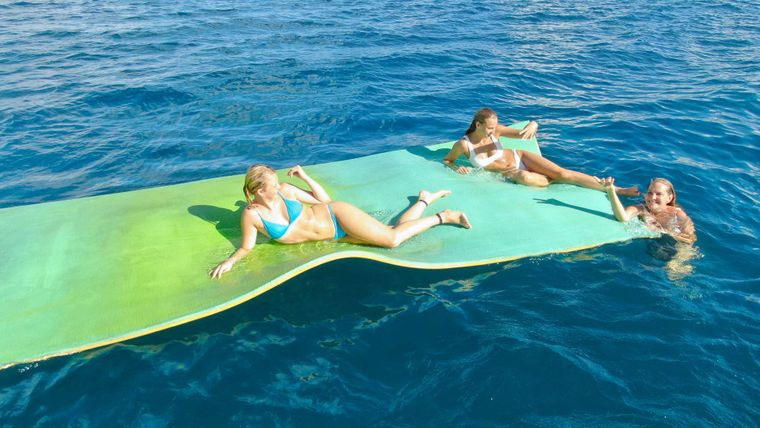 PRIME TIME Yacht Charter - Play on the sun mat