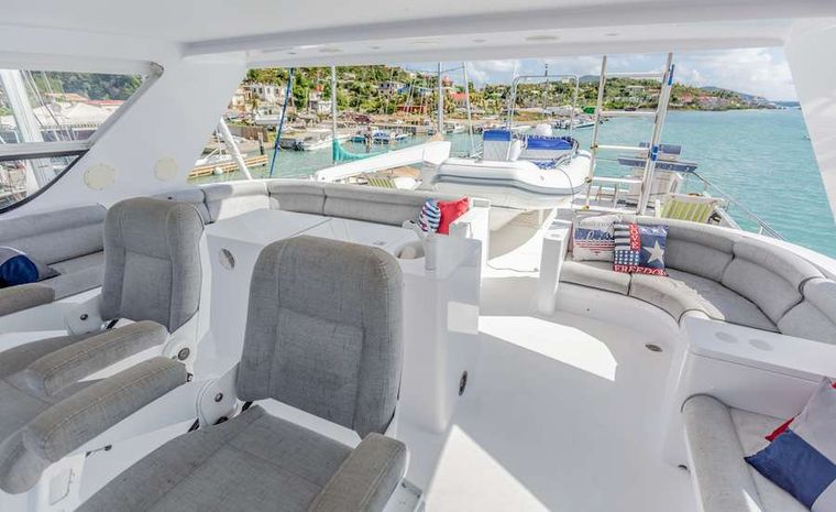 PRIME TIME Yacht Charter - The flybridge with sundeck