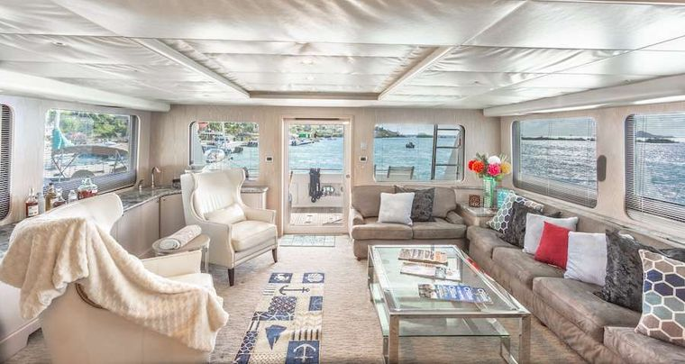 PRIME TIME Yacht Charter - Saloon
