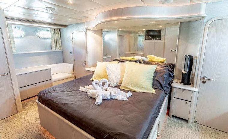PRIME TIME Yacht Charter - Master King suite