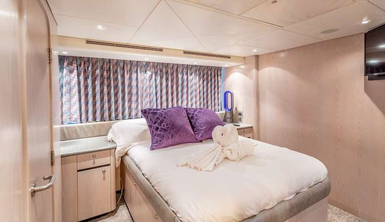 PRIME TIME Yacht Charter - VIP Queen Ssuite