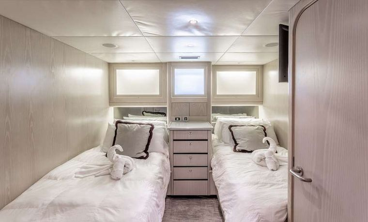 PRIME TIME Yacht Charter - Twin berth guest suite
