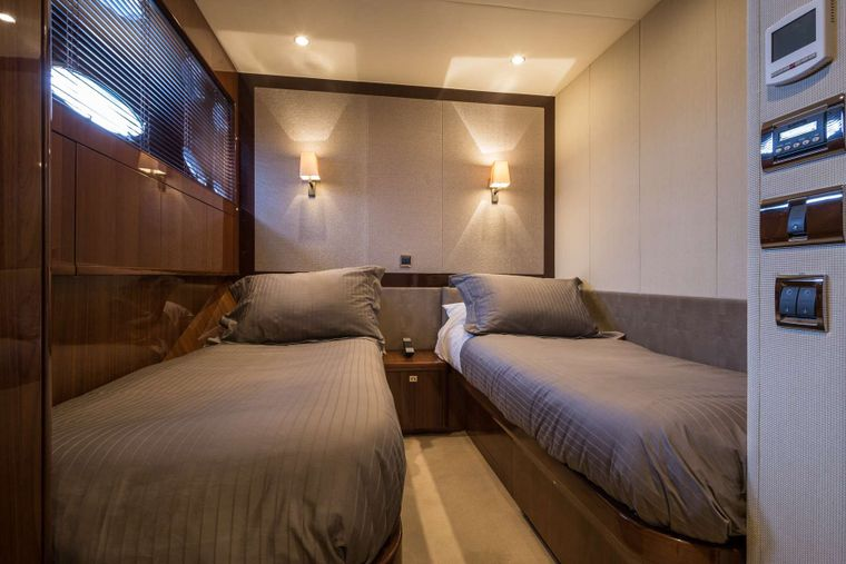 4LIFE Yacht Charter - One of the 2 almost identical Twin cabins