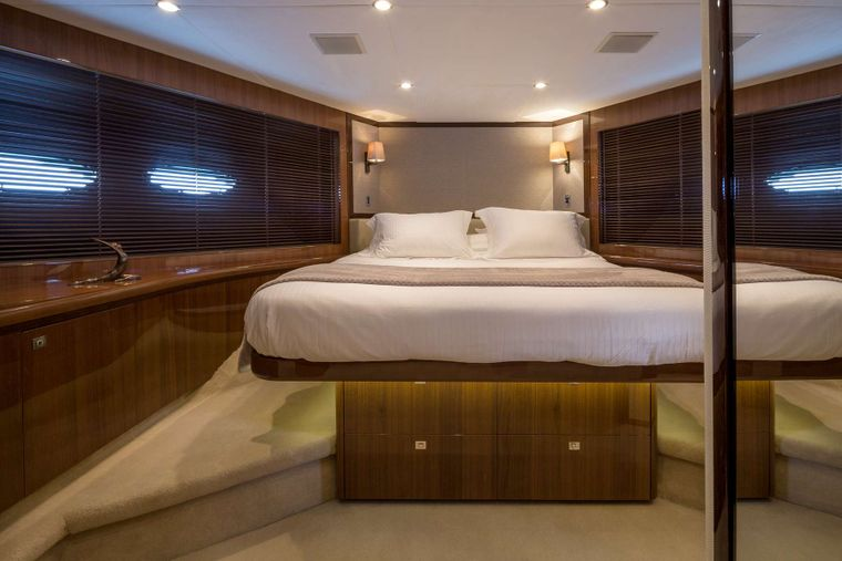 4LIFE Yacht Charter - VIP cabin with King bed