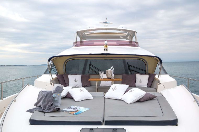 4LIFE Yacht Charter - Bow sitting-lounge area