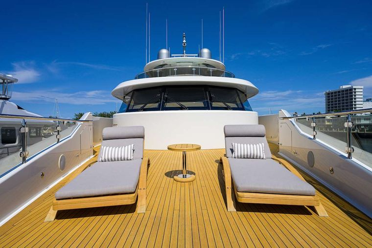 PIPE DREAM Yacht Charter - Bow