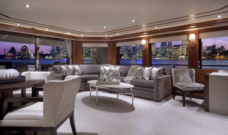 PIPE DREAM Yacht Charter - Skylounge