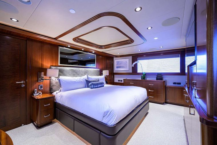 PIPE DREAM Yacht Charter - Master Stateroom
