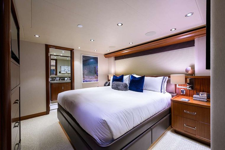 PIPE DREAM Yacht Charter - VIP Stateroom
