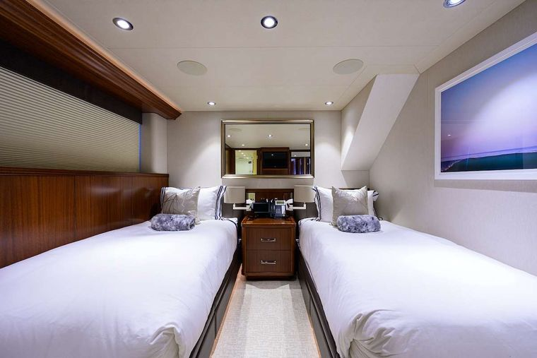 PIPE DREAM Yacht Charter - Twin Guest Stateroom Port