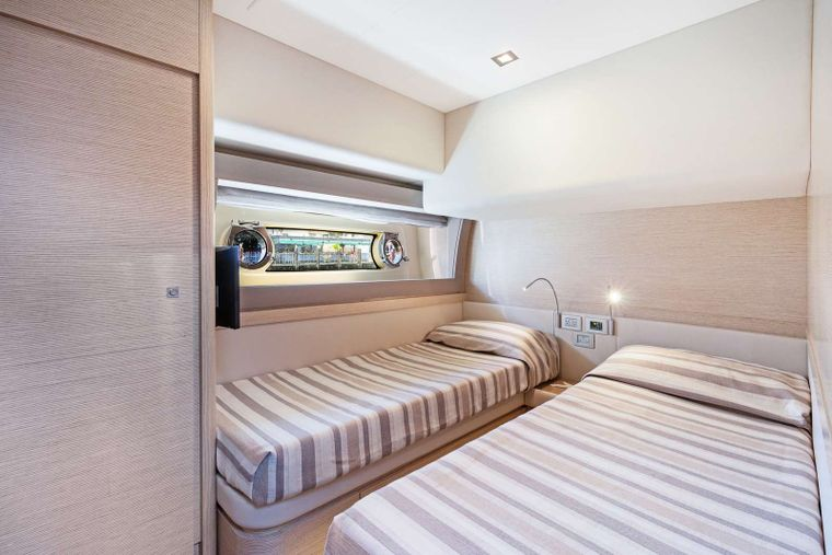 Lindy Lou Yacht Charter - Guest Stateroom