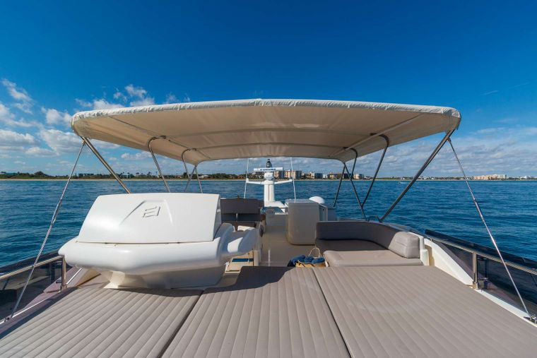 Lindy Lou Yacht Charter - Great sunning areas as well as shaded