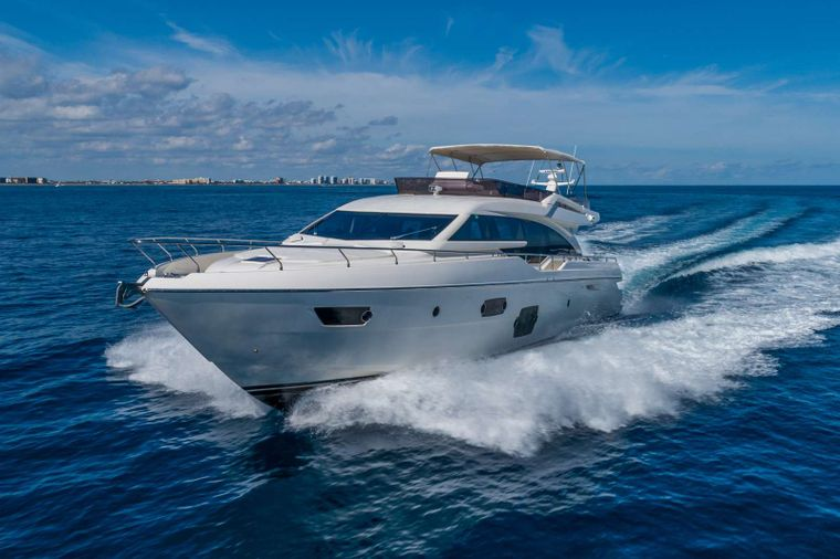 Lindy Lou Yacht Charter - Fast and FUN