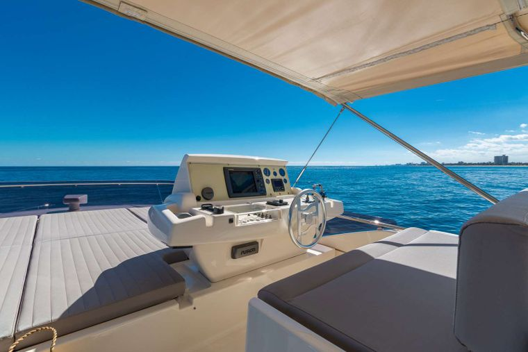 Lindy Lou Yacht Charter - Great views