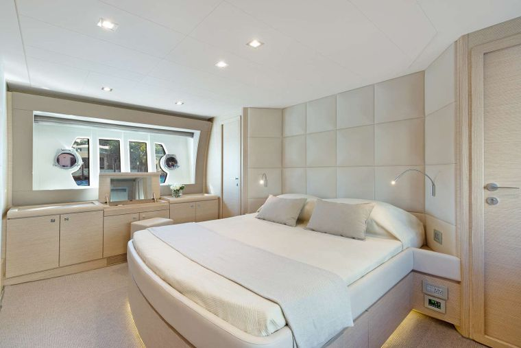 Lindy Lou Yacht Charter - Master Cabin