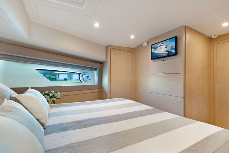 Lindy Lou Yacht Charter - VIP Stateroom