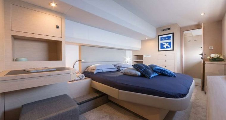 Hondo Yacht Charter - Master Suite