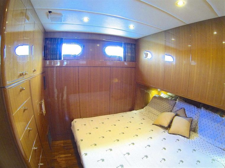 MCGREGOR III Yacht Charter - Single bed cabin converted to King