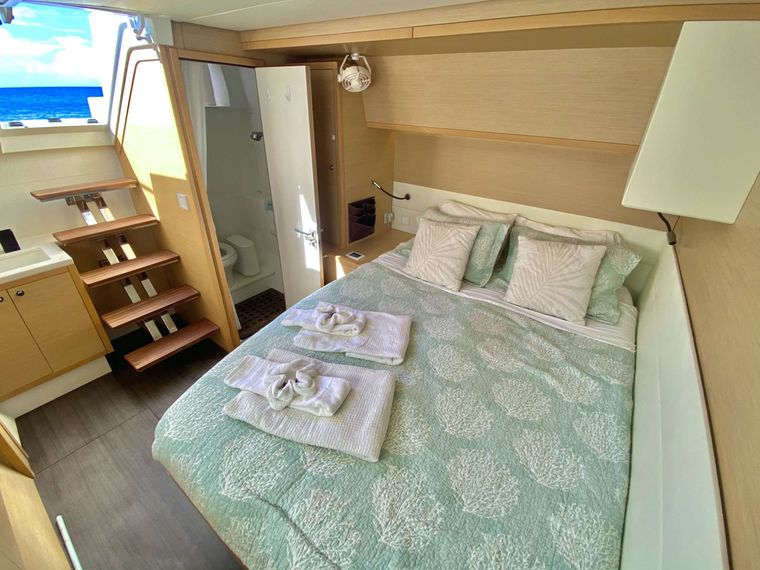 RUMBA Yacht Charter - Queen guest cabin with exterior access