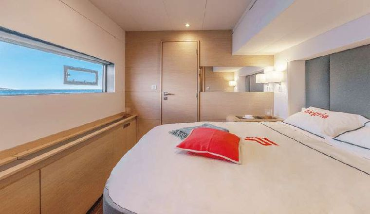 BLACK CAT Yacht Charter - Guests cabin - sistership