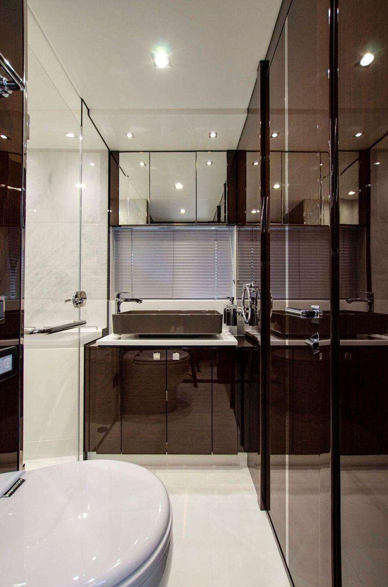 Strategic Dreams Yacht Charter - Guest stateroom head & day head