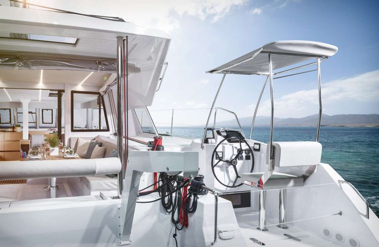 ILLUSION Yacht Charter - Aft deck steering