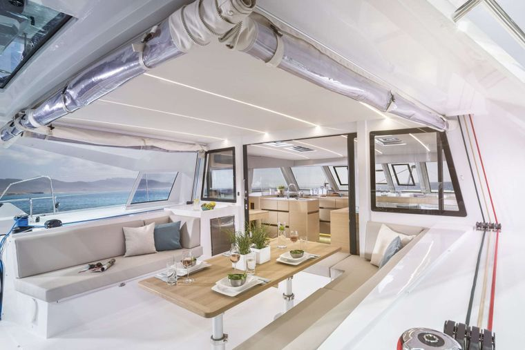 ILLUSION Yacht Charter - Spacious aft deck dining