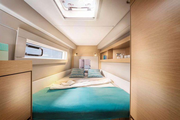 ILLUSION Yacht Charter - Guest cabin fwd starboard side
