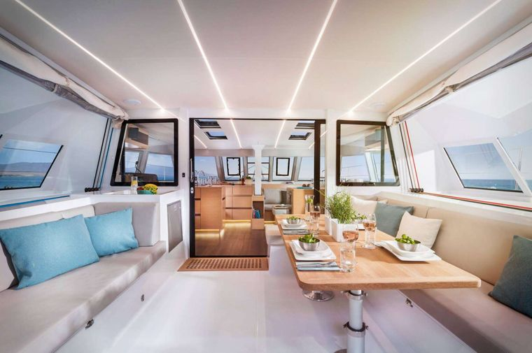 ILLUSION Yacht Charter - Aft dining area