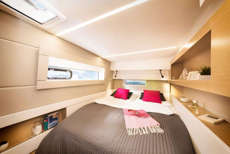 ILLUSION Yacht Charter - Guest cabin aft starboard side