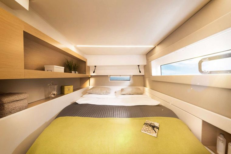 ILLUSION Yacht Charter - Guest cabin aft port side
