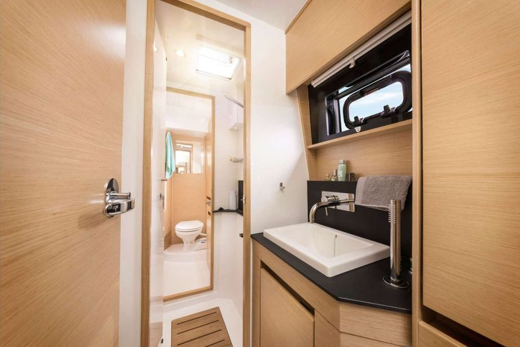 ILLUSION Yacht Charter - Guest Bathroom