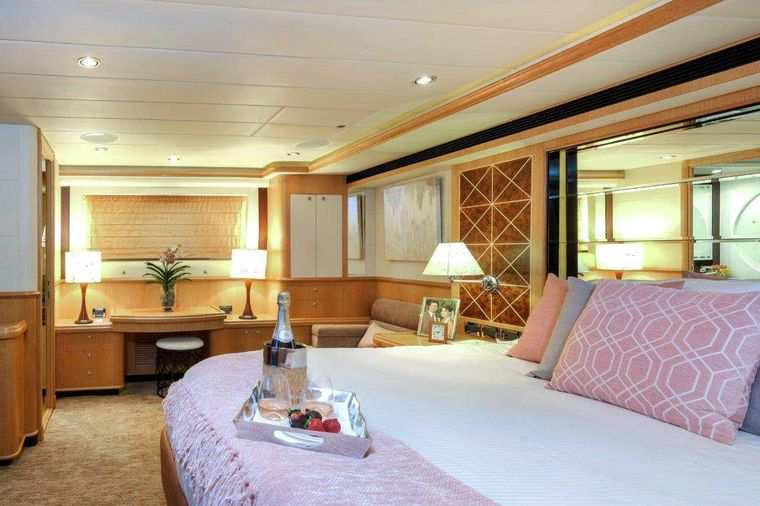 Silver Lining Yacht Charter - Master Suite