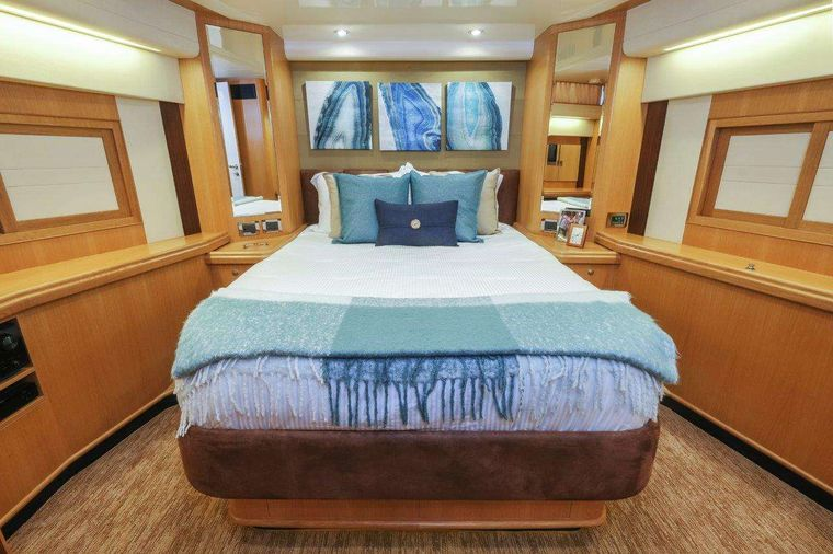 Silver Lining Yacht Charter - VIP Suite