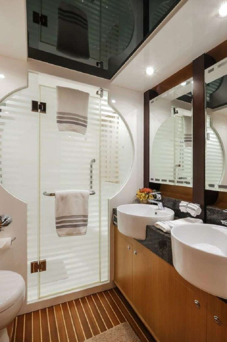 Silver Lining Yacht Charter - Mater Ensuite